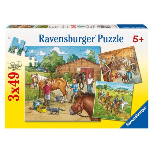 Puzzle lumea cailor 3x49 piese ravensburger imagine