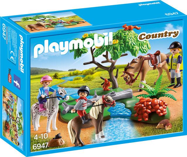 Plimbare la tara cu calutii playmobil country